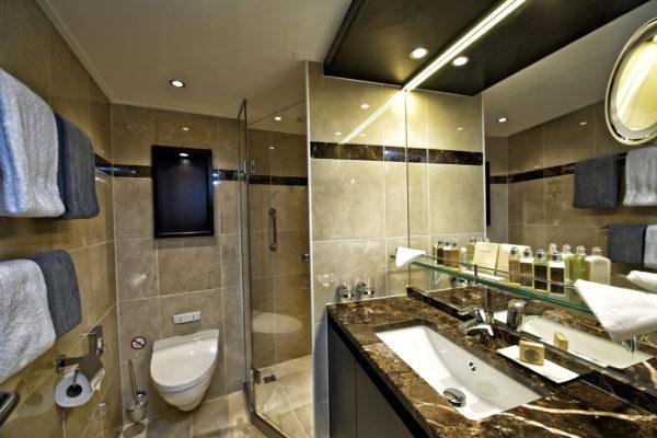 Avalon_Vista_Panorama Suite_Bathroom_05