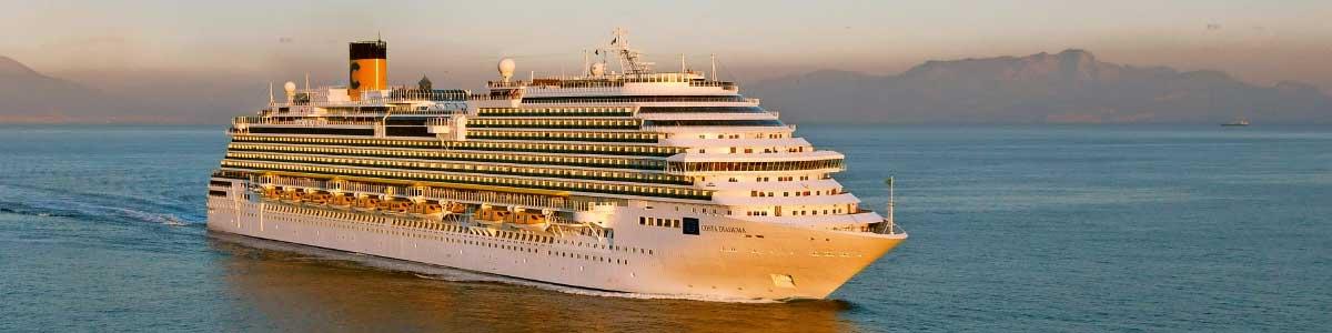 Bateaux Costa en mer pendant un croisière