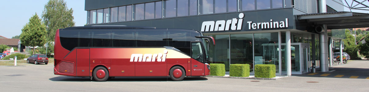 Marti Car vor dem Carterminal in Kallnach