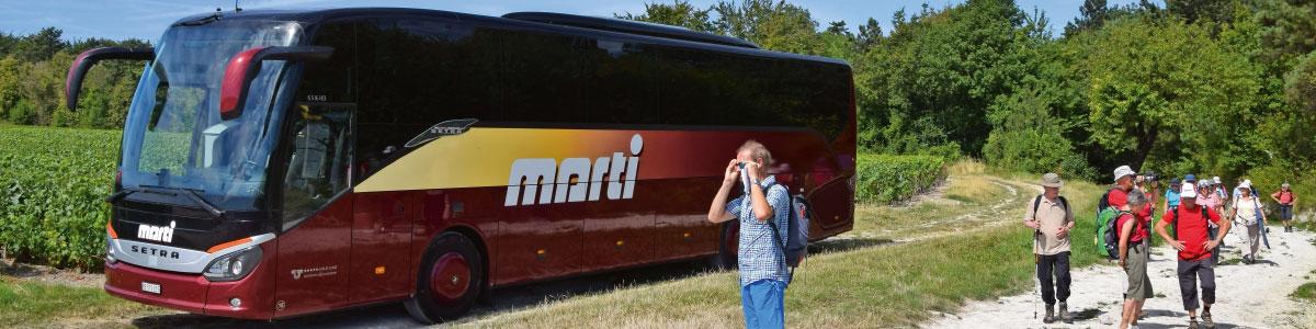 Bus Marti avec un groupe voyages activement randonnées