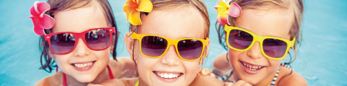 enfants en vacances balnéaires en espagne